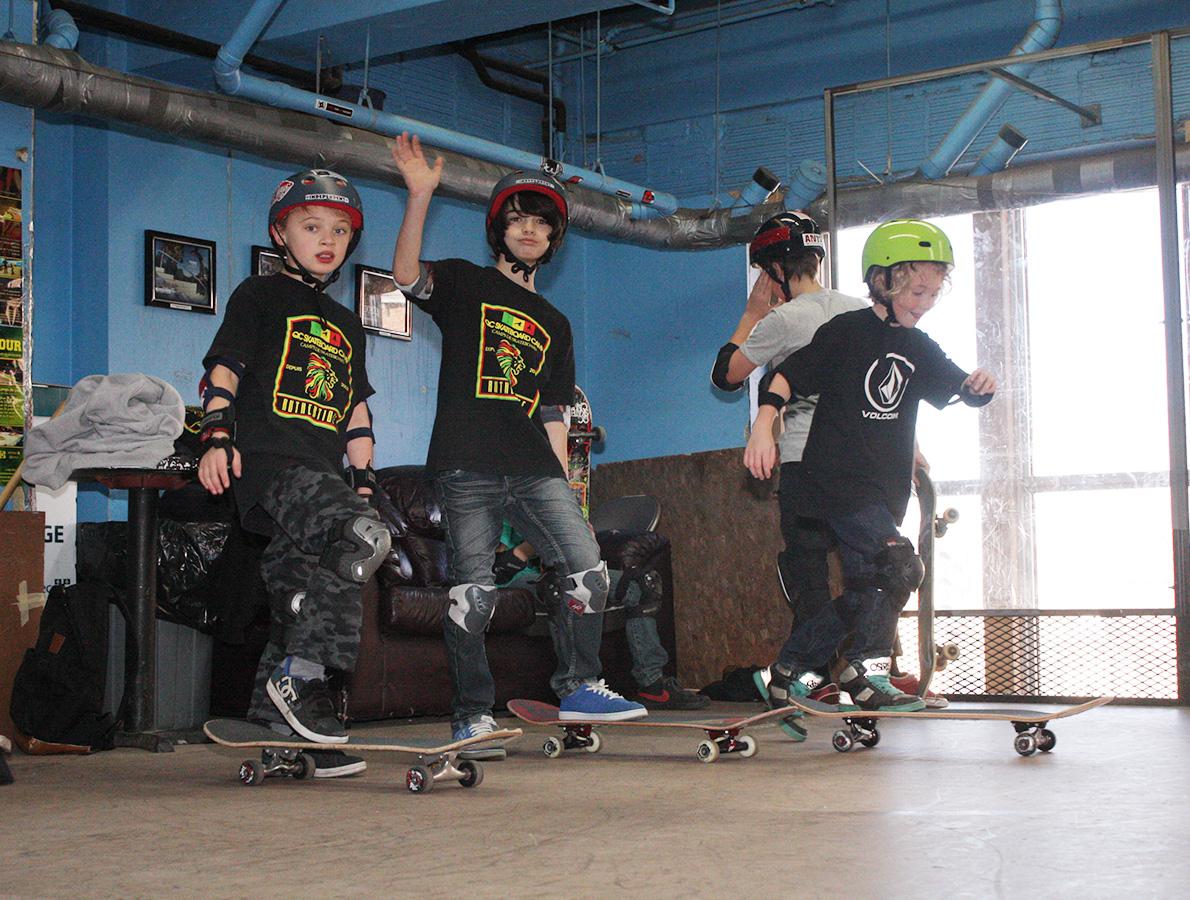 2014-campeur-heureux-anti-skateparc