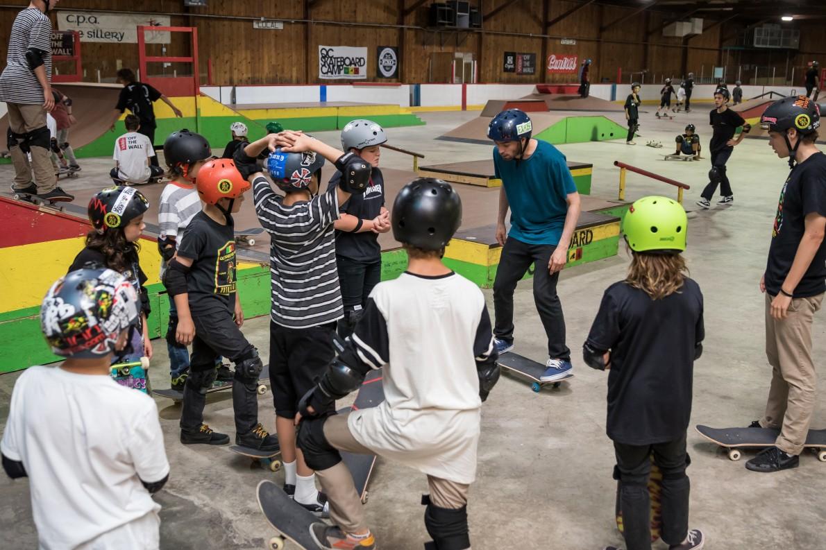 18_qcskatecamp__camp_skate_vacances_web_cours_skate-e1481827258497
