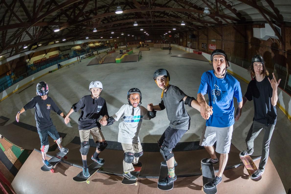 19_qcskatecamp__camp_skate_vacances_web_just_friends-e1481827238625