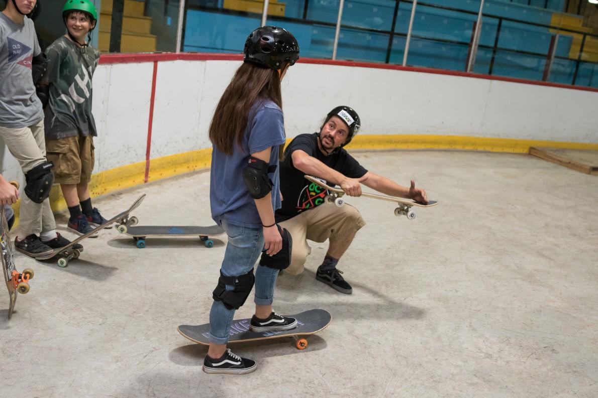1_qcskatecamp__camp_skate_vacances_web_cours_de_skate-e1484063807152