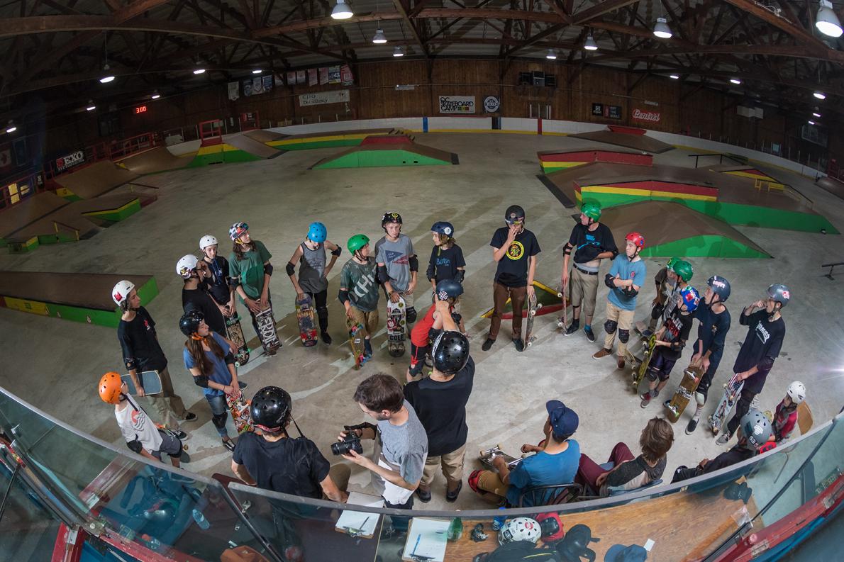 31_qcskatecamp__camp_skate_vacances_web_groupe_explication