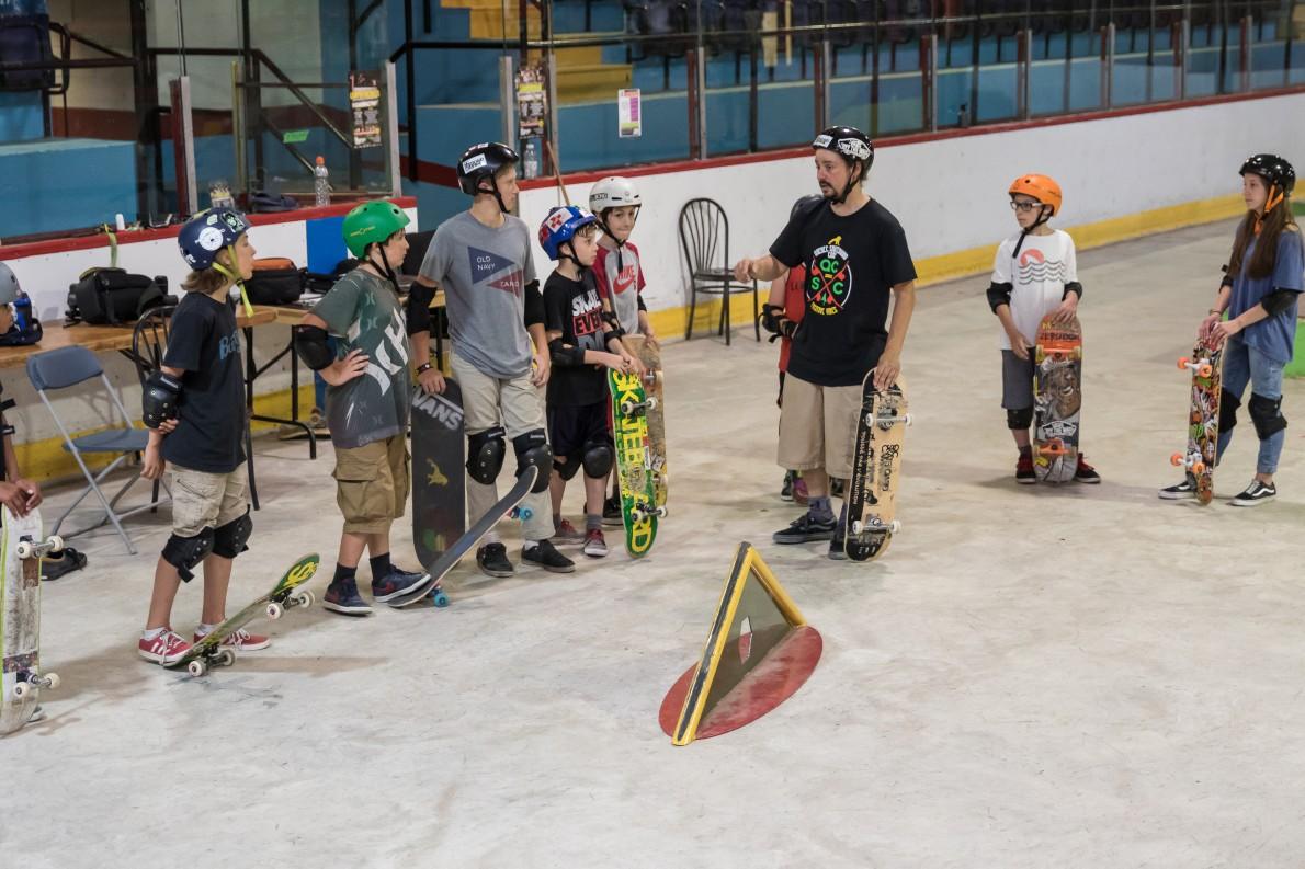 4_qcskatecamp__camp_skate_vacances_web_cours_de_skate-e1481827496195
