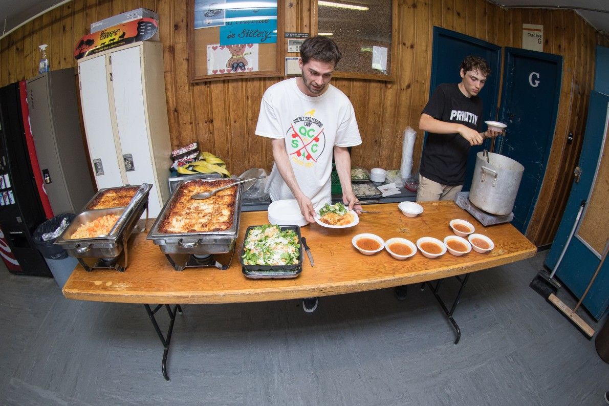 6_qcskatecamp__camp_skate_vacances_web_nourriture_service-e1481827461248